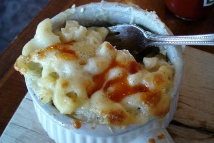 Mac with hot sauce