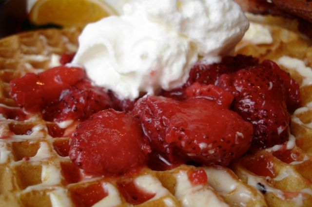 Waffle House Waffle with Strawberries and Cream